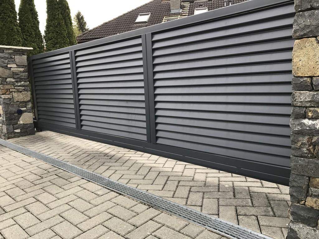 Черные откатные ворота фото